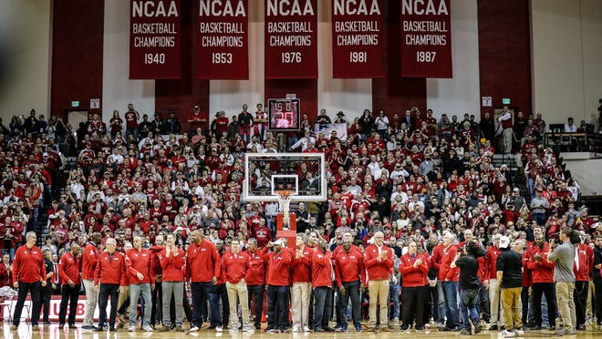 Bobby Knight returns to Indiana's Assembly Hall amid cheers, tears