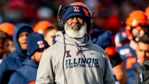 Illinois Fighting Illini coach Lovie Smith shaves off his trademark beard