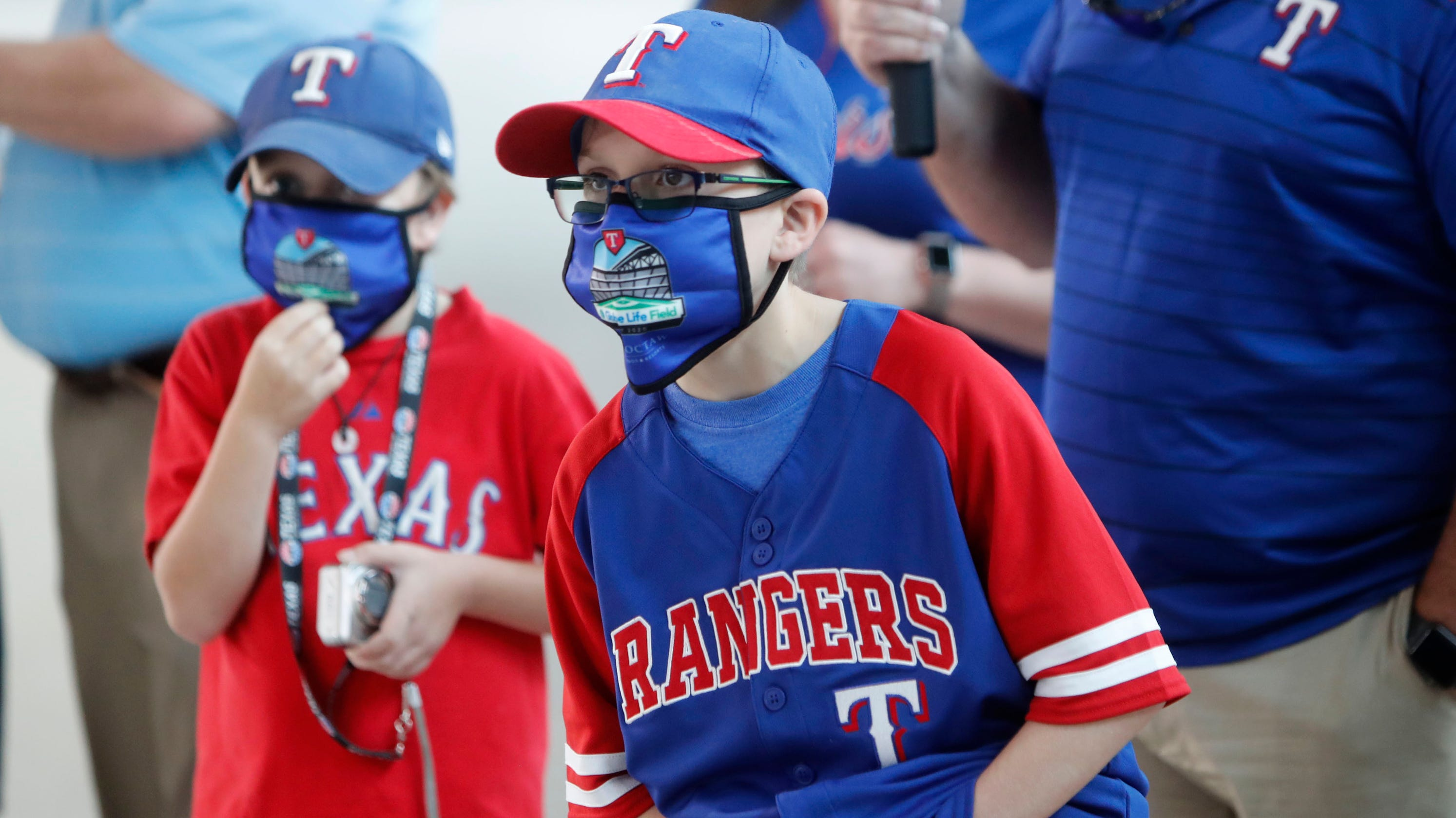 As COVID-19 ravages Texas, experts worry as Rangers, Astros mull fans