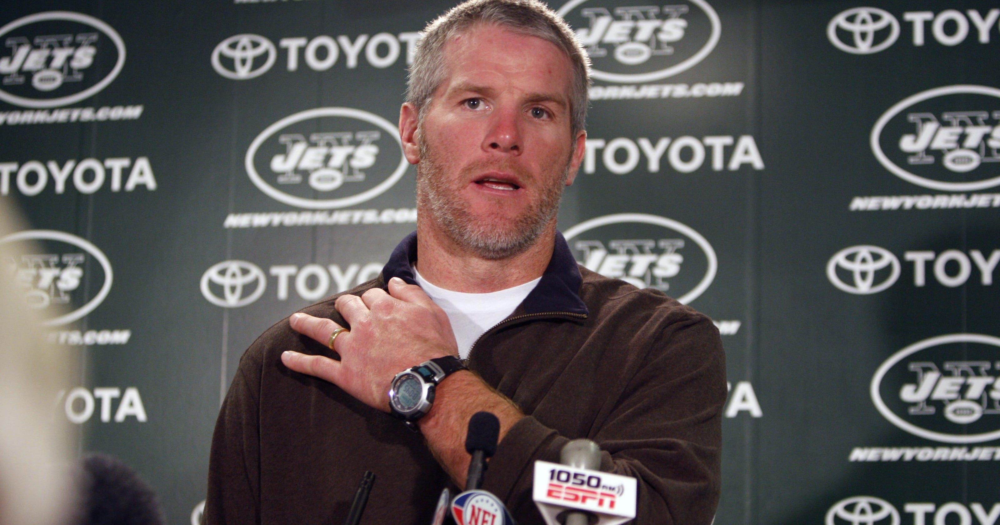 Brett Favre says Colin Kaepernick to be treated as hero like Pat Tillman, deserves to play