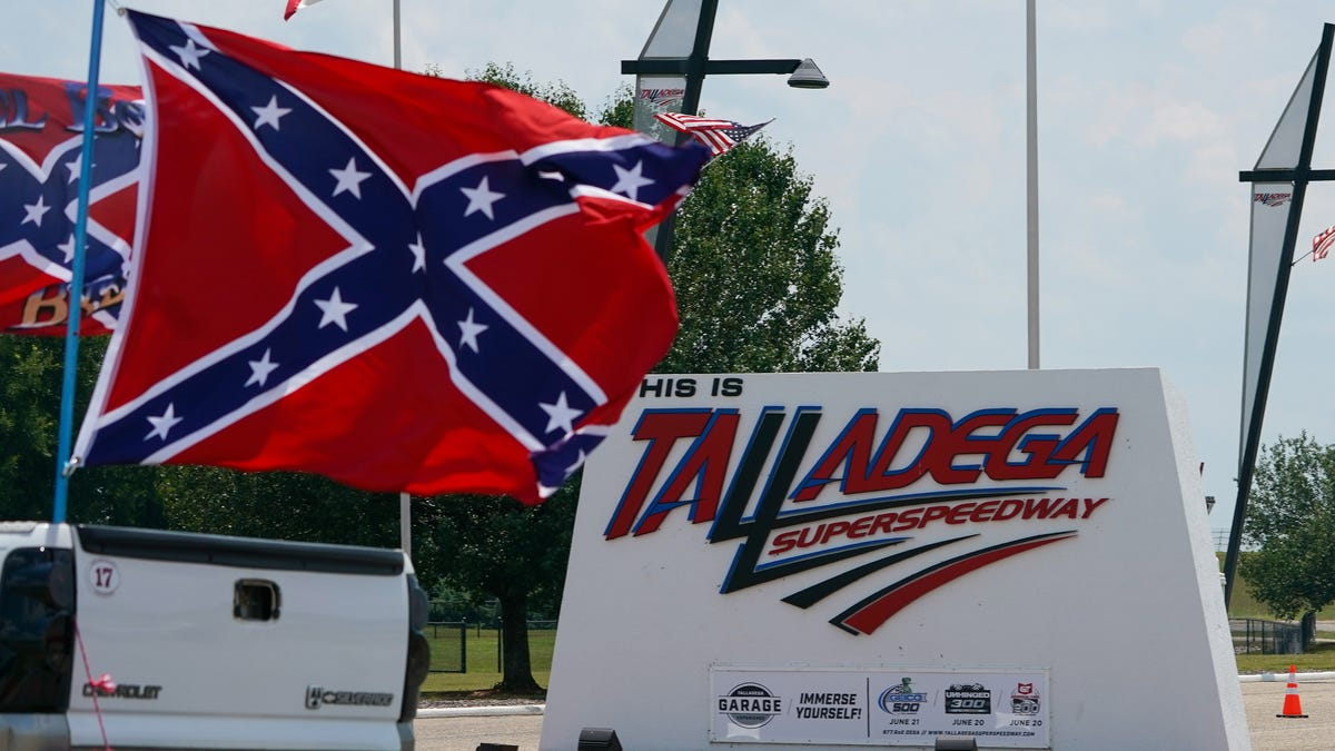 Confederate flag parade, protest before 2020 NASCAR race at Talladega Superspeedway