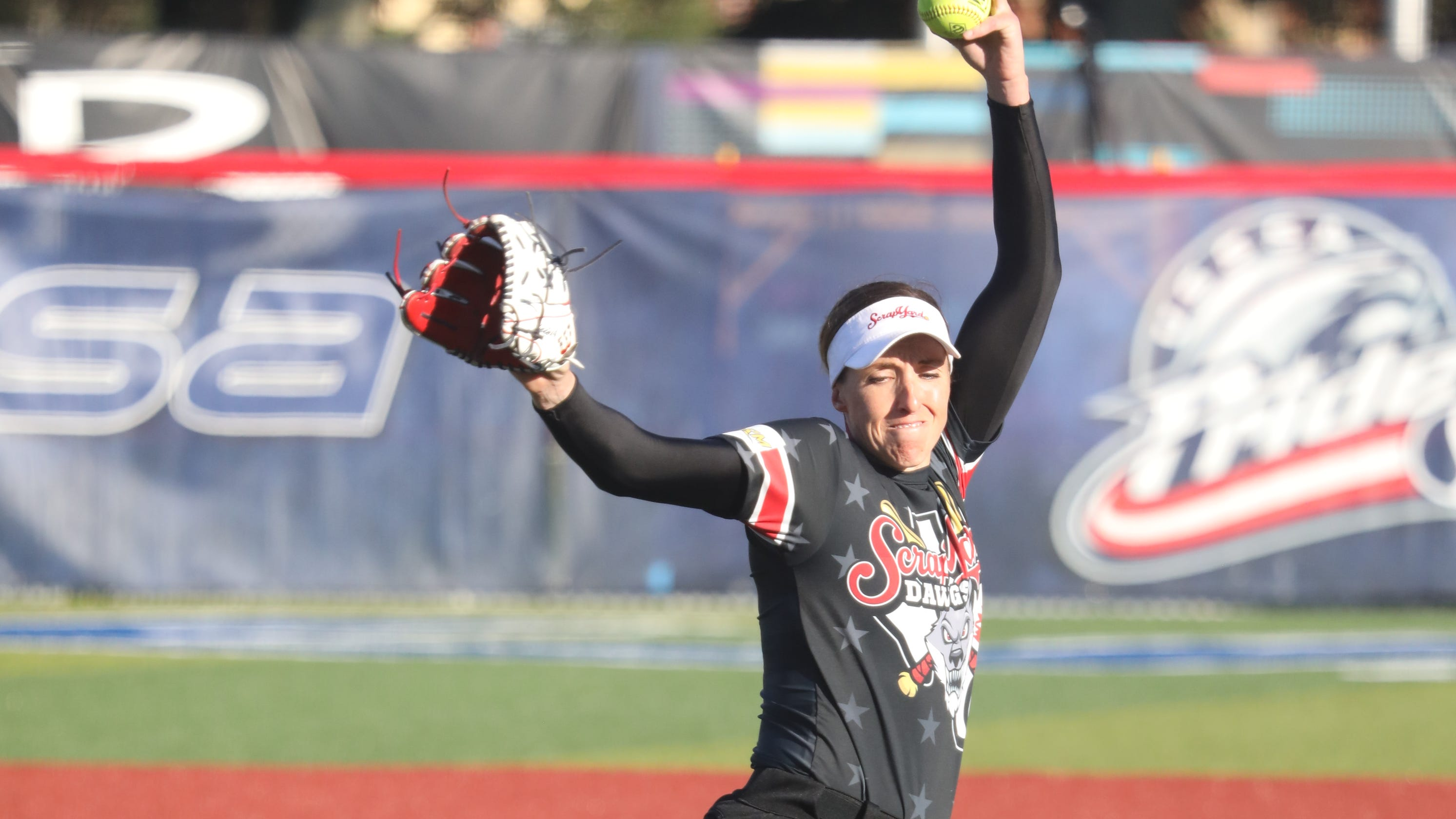 Pro fast-pitch softball makes its return in Florida