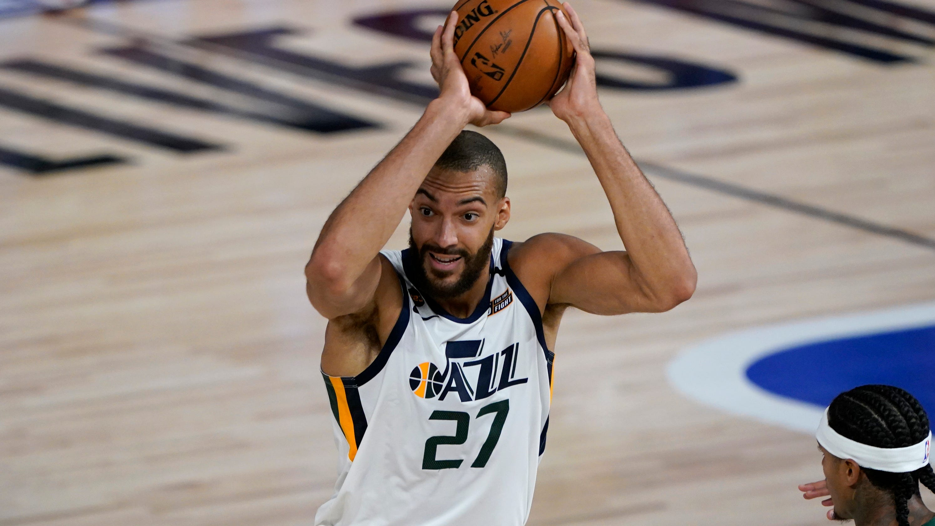 Jazz center Rudy Gobert, whose positive COVID-19 test led to NBA shutdown, hits winning free throws to beat Pelicans as season resumes