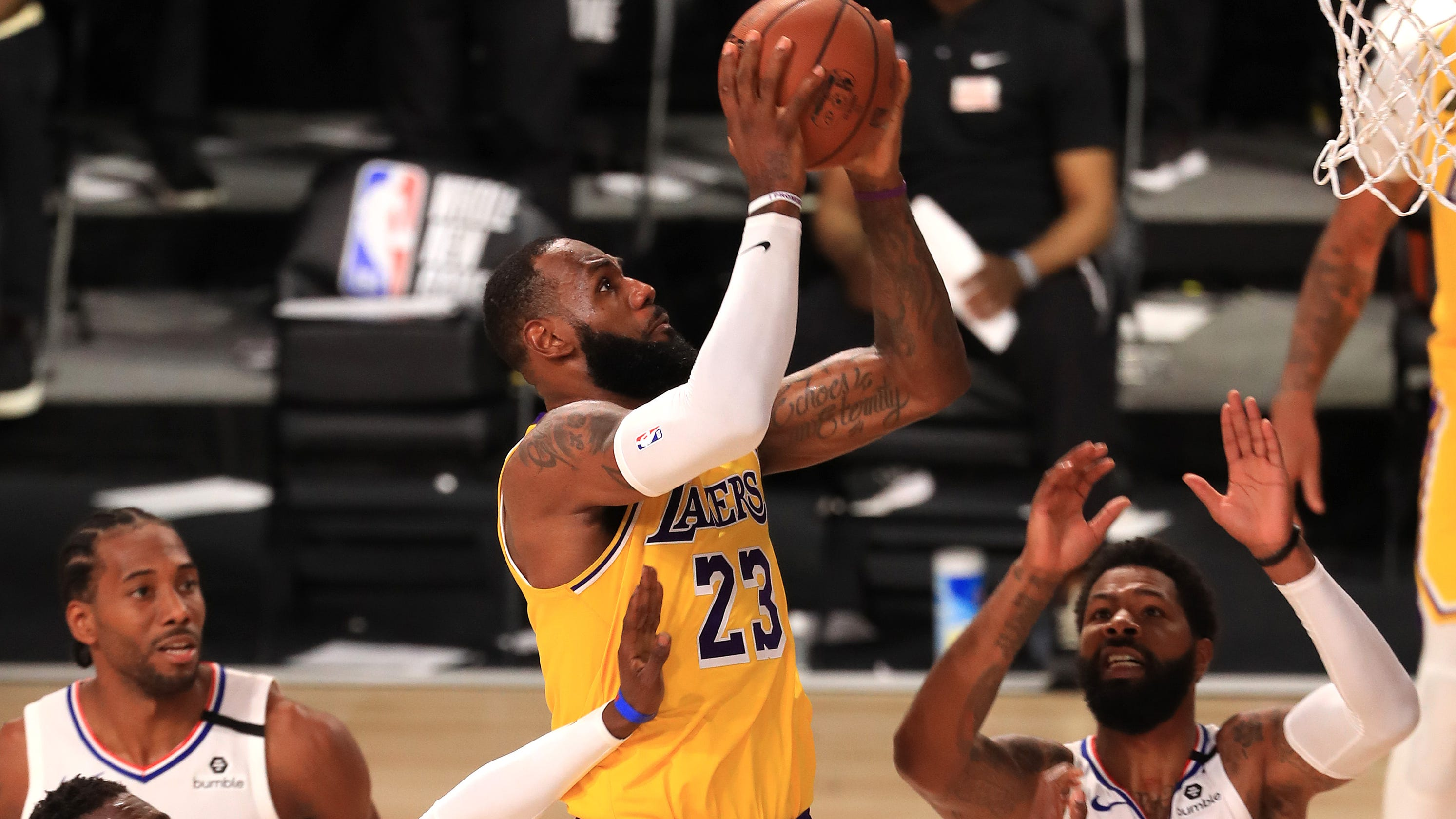 LeBron James lifts Lakers to victory over Clippers with clutch basket