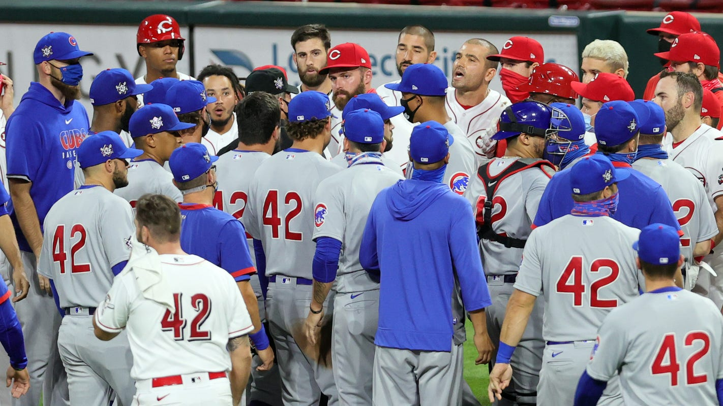 5 ejected as tempers flare, benches clear in second game of Cubs-Reds doubleheader