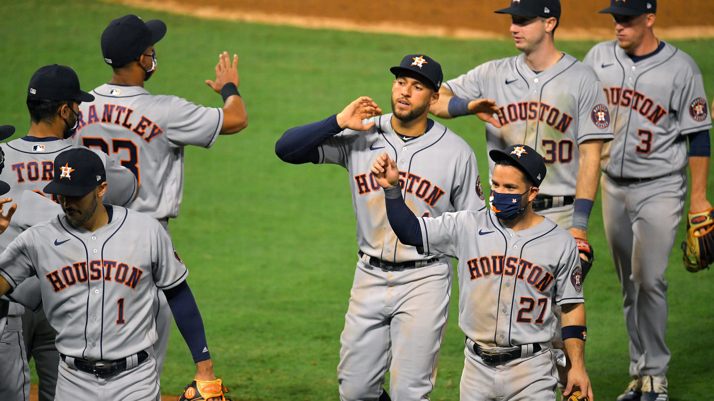 Astros don't get the boos they deserve in first road game of 2020