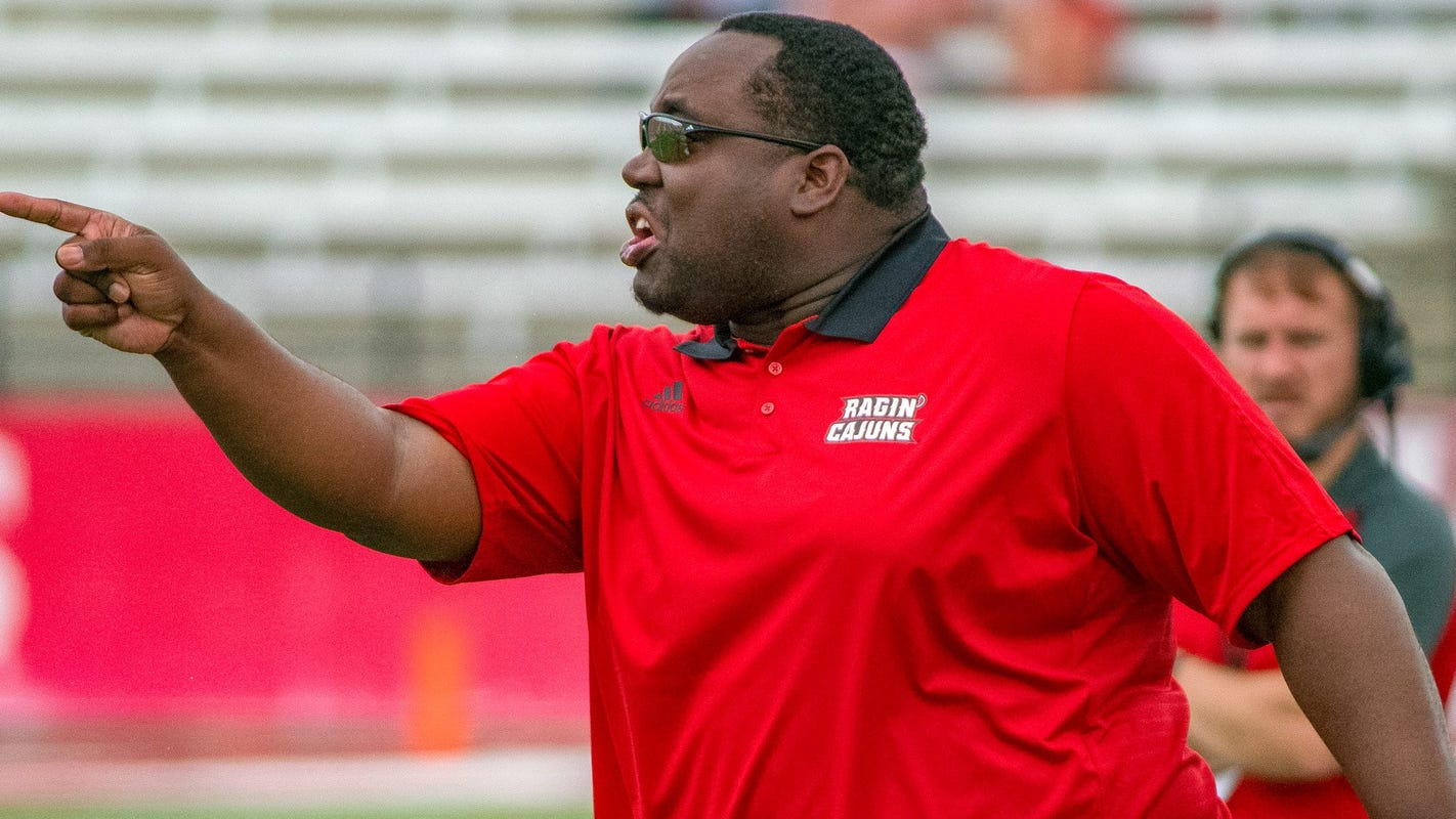 Louisiana-Lafayette assistant football coach D.J. Looney dies of heart attack during team workout