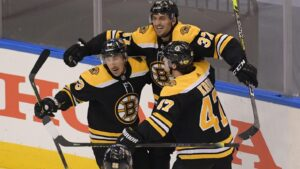 Patrice Bergeron, Bruins top Hurricanes in two overtimes