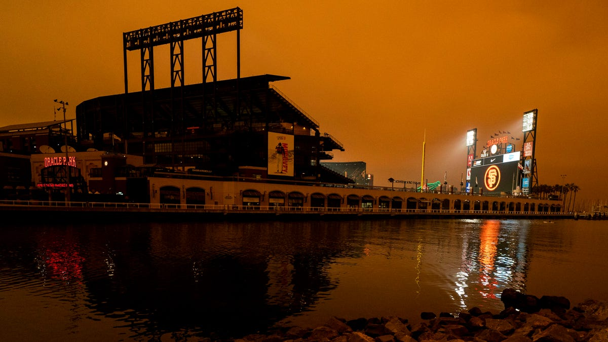 Eerie scenes at A's, Giants games from nearby wildfires