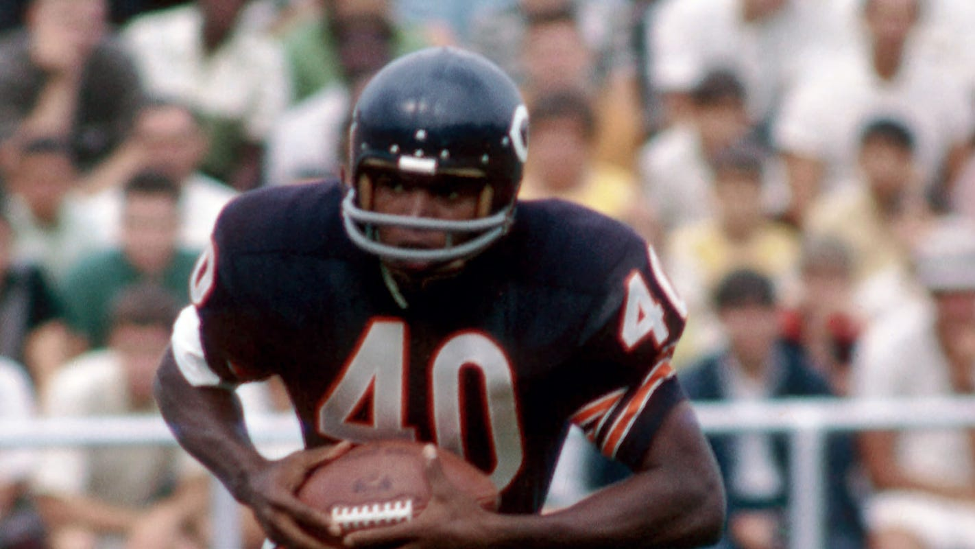 Gale Sayers, Bears' legendary running back, dies at 77