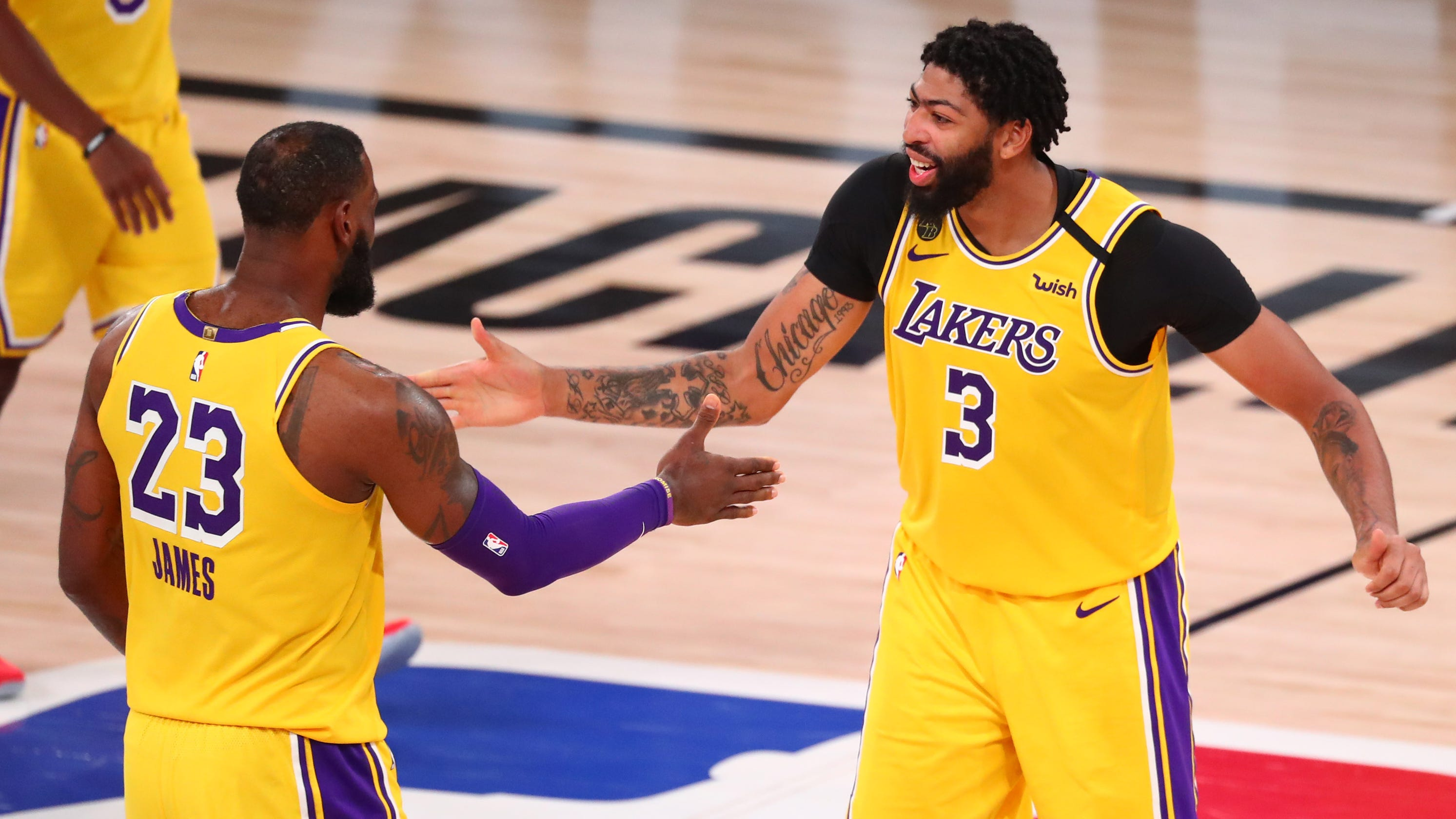 Lakers bully Rockets in Game 4 to take commanding 3-1 series lead
