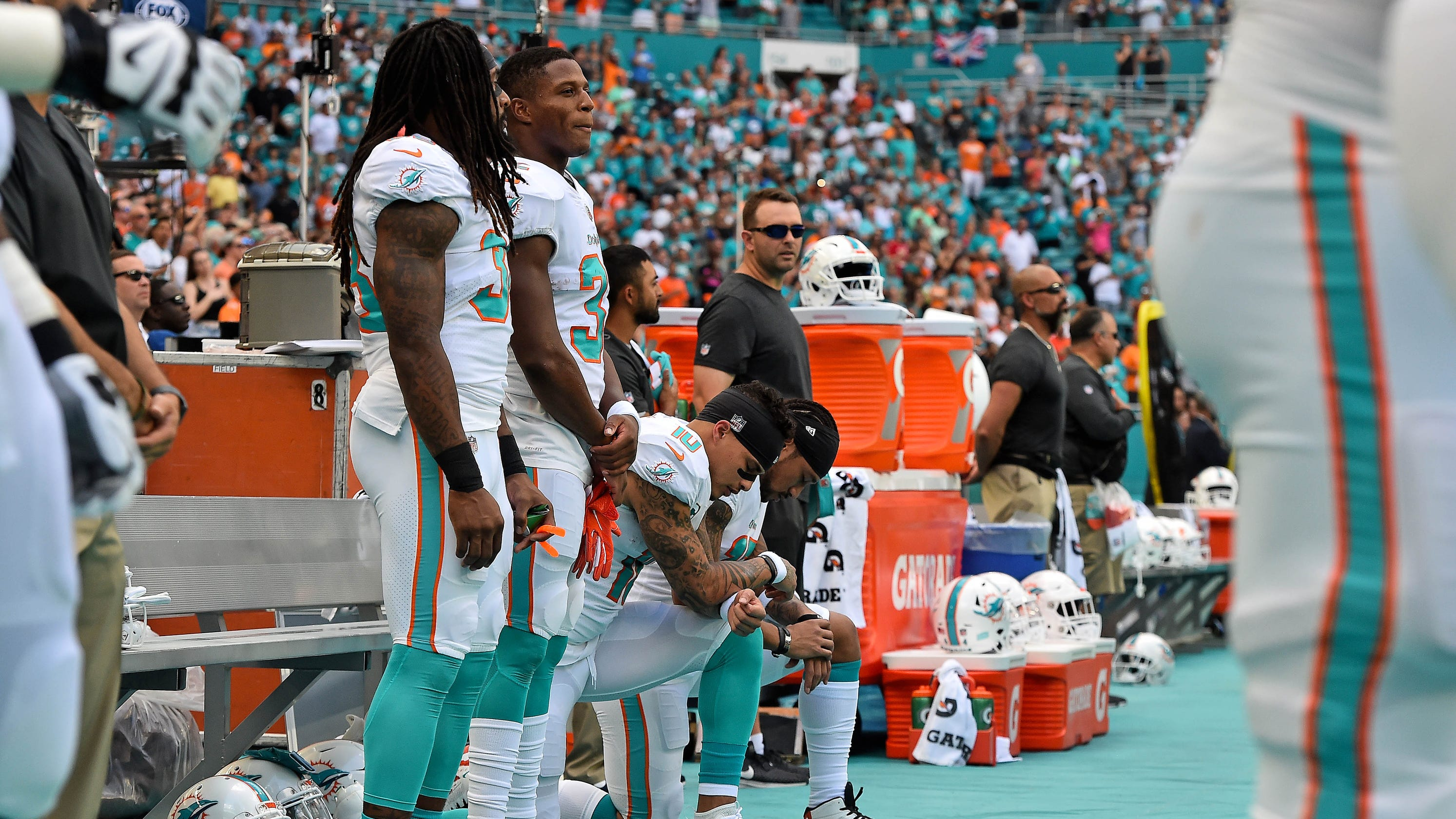 Miami Dolphins plan to stay in locker room during national anthems