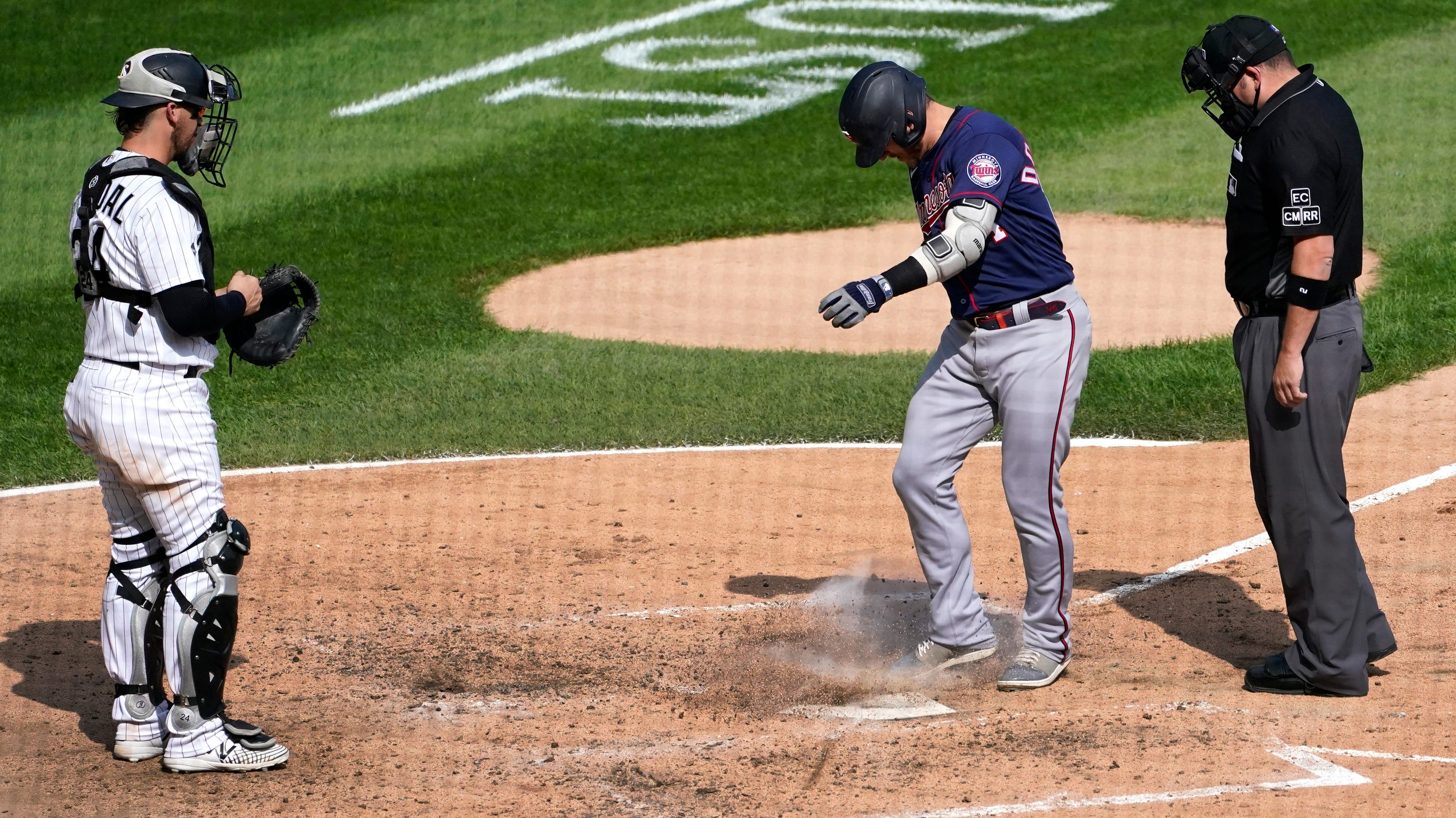 Minnesota Twins' Josh Donaldson ejected after hitting home run against White Sox