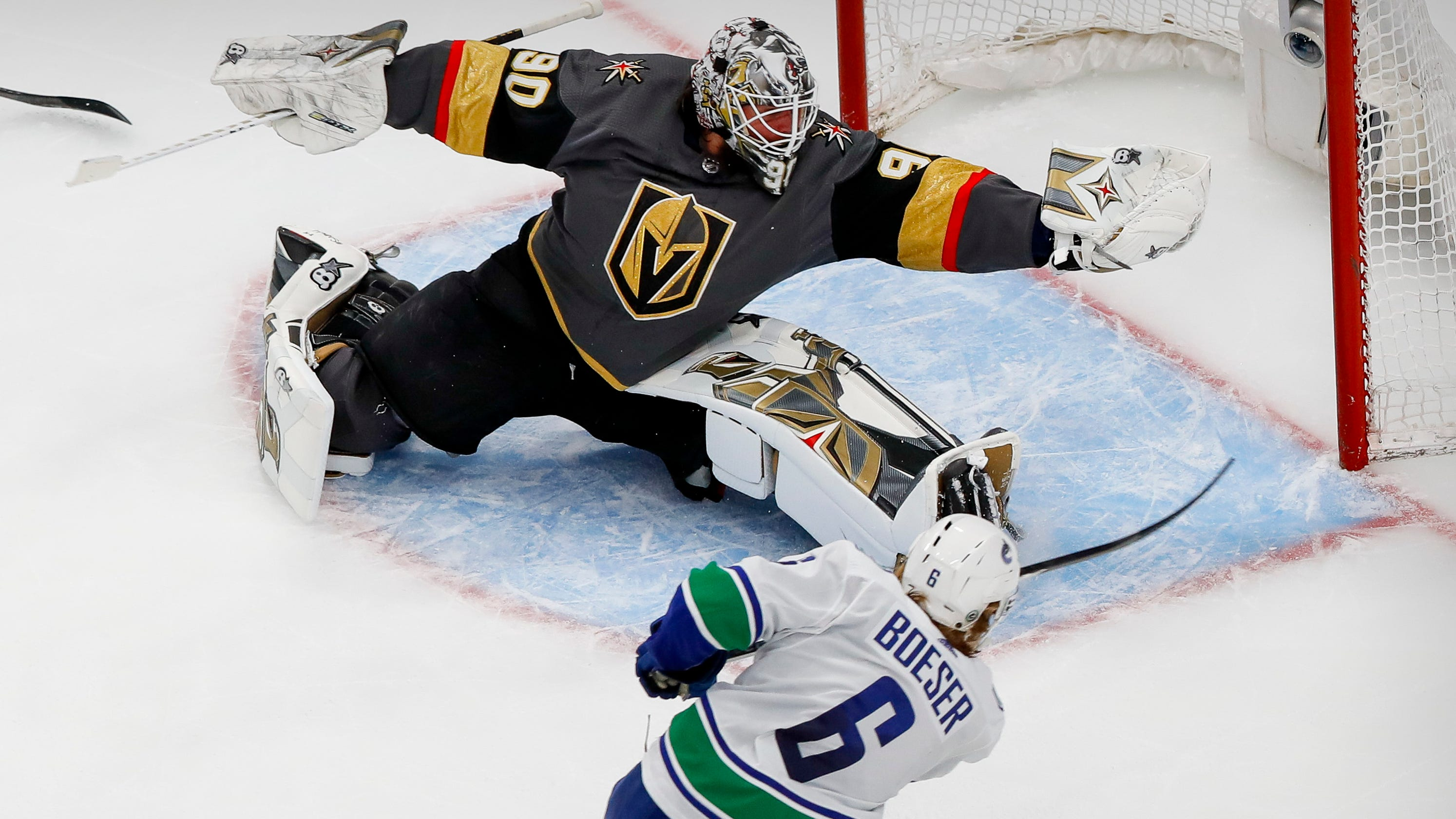 Robin Lehner makes amazing save as Golden Knights top Canucks 3-0 to advance
