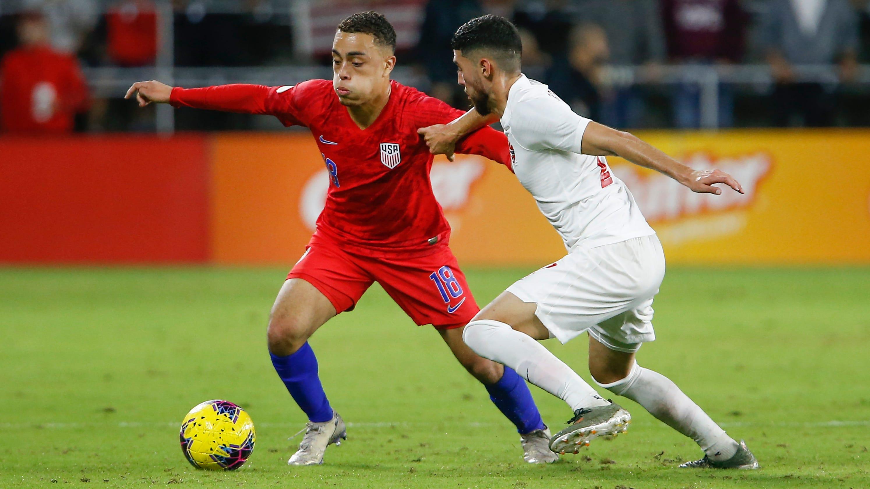 Barcelona signs American teenager Sergino Dest