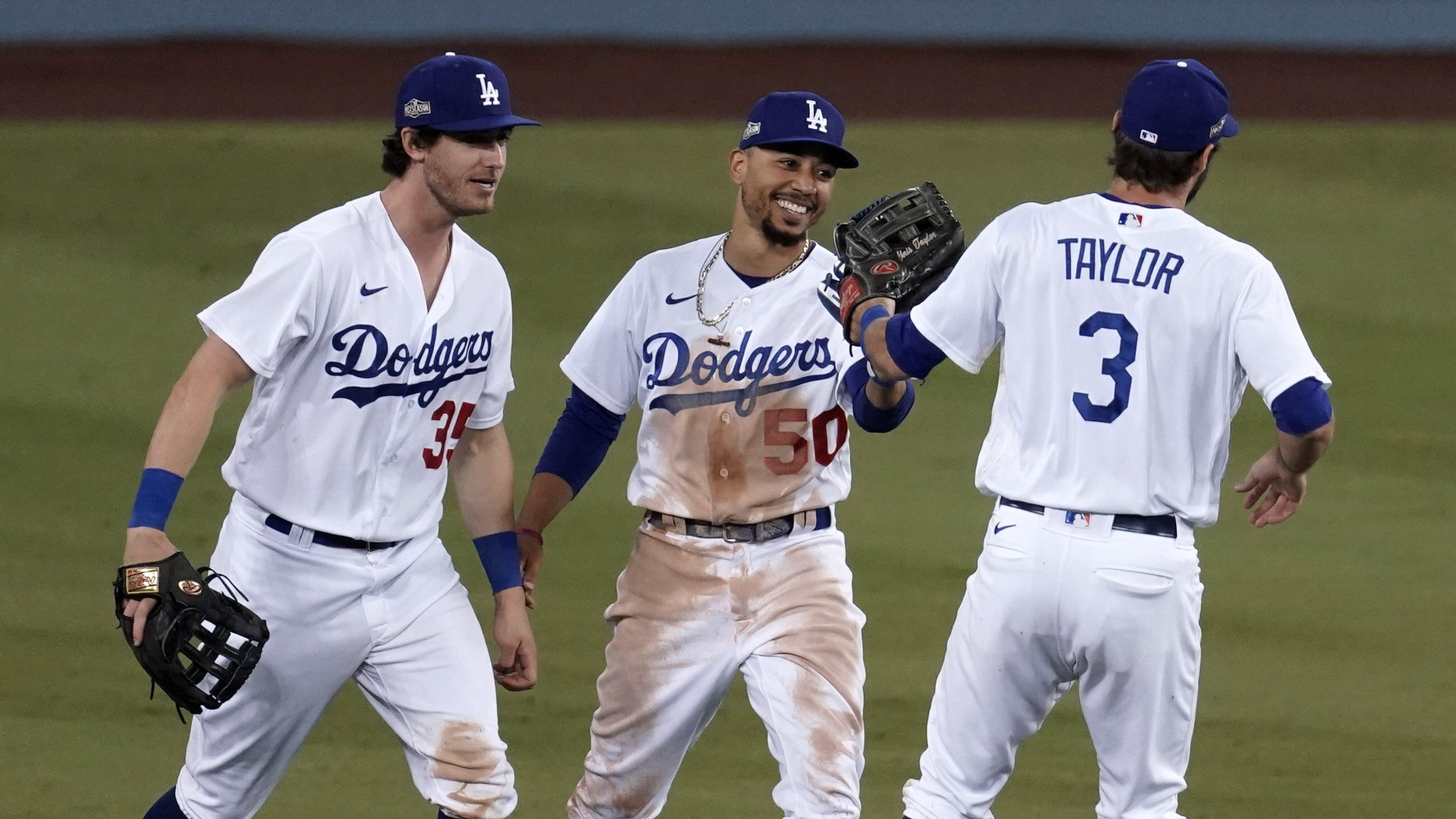 Dodgers win Game 1, Yankees sweep Indians on wild day