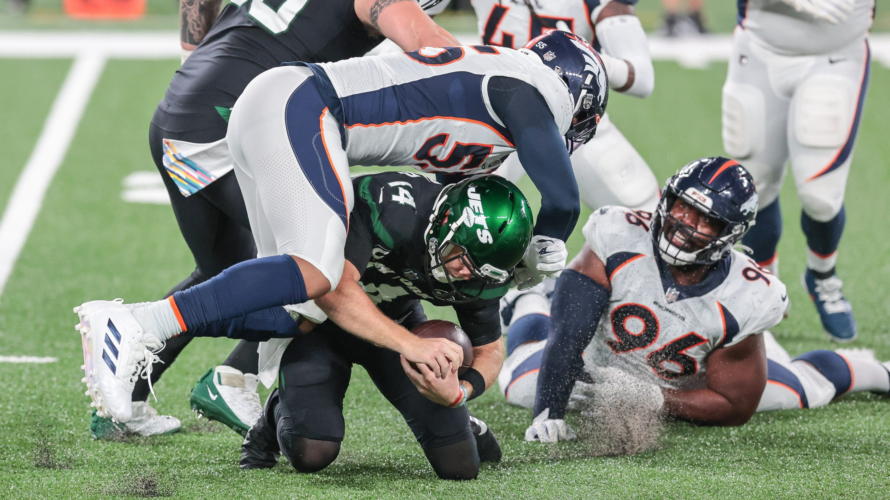 Jets fall to 0-4 as injury-ravaged Broncos pick up first win of year