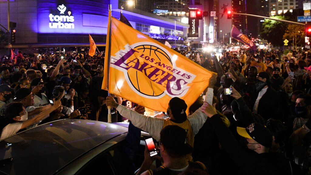 Lakers fans party at Staples Center to celebrate NBA title