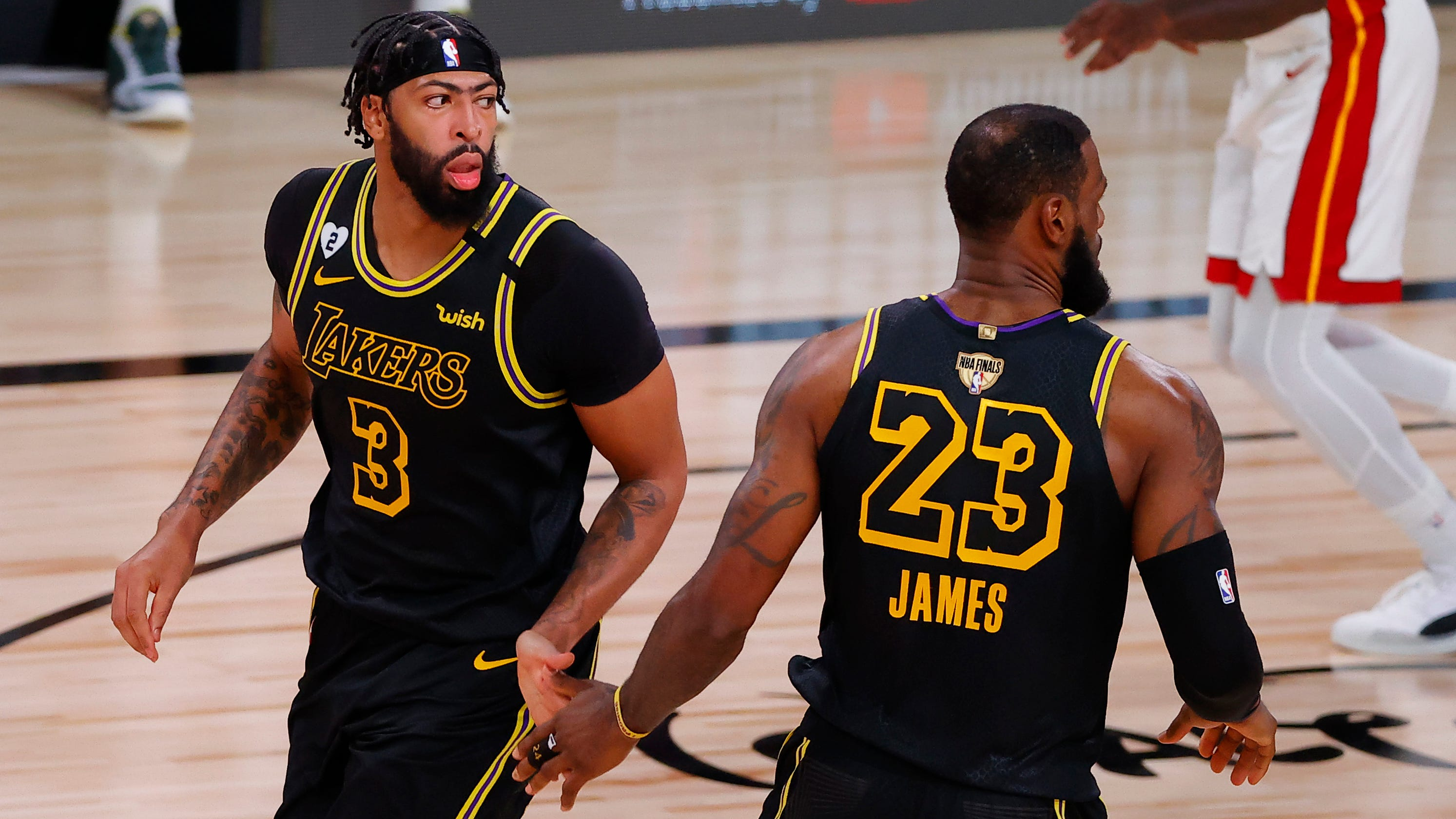 Lakers power past Heat for 2-0 series lead
