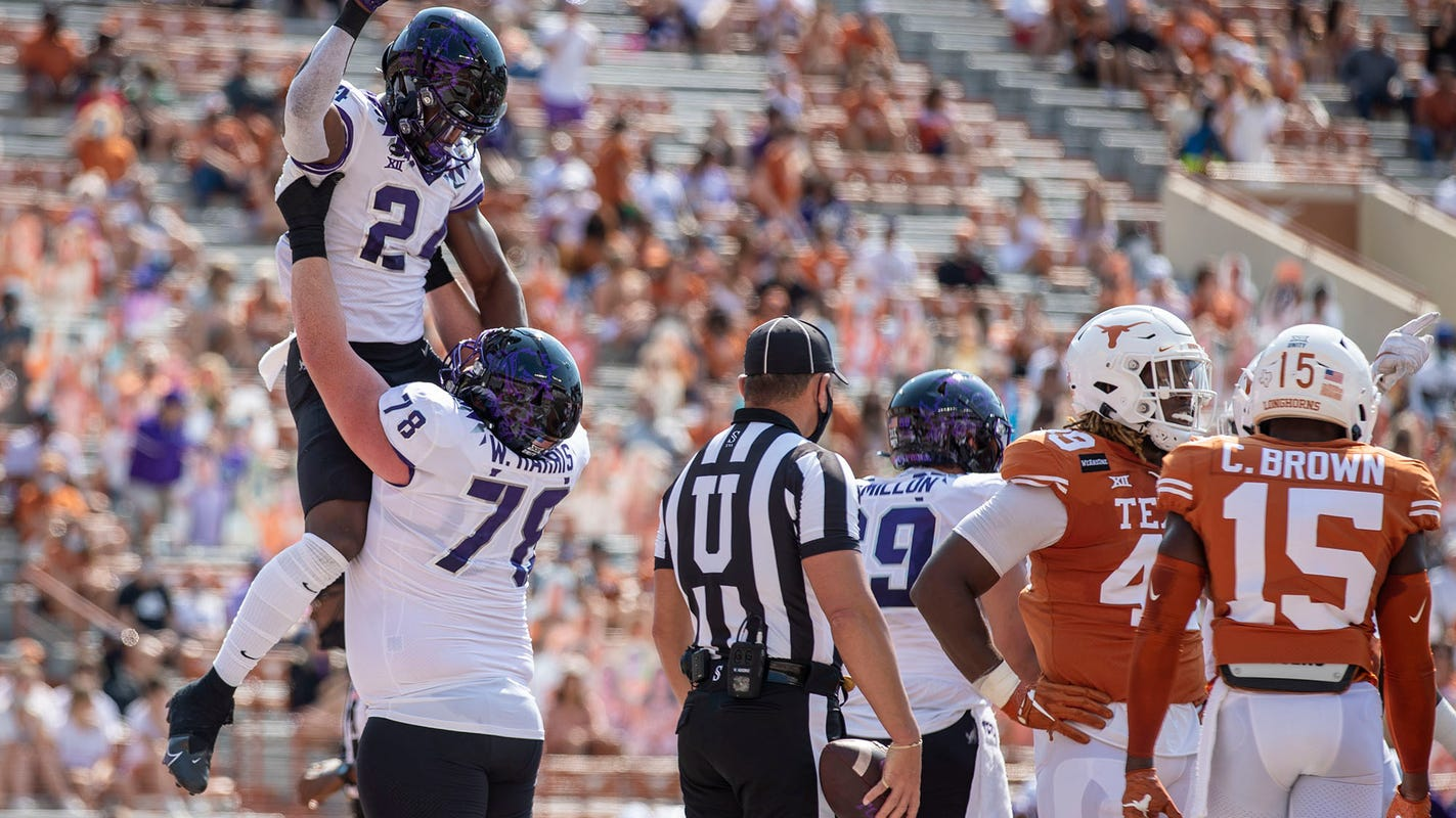 TCU again knocks off No. 9 Texas, with late touchdown run by Max Duggan